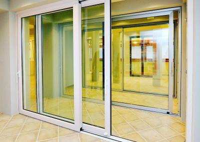 Porte in alluminio bianco