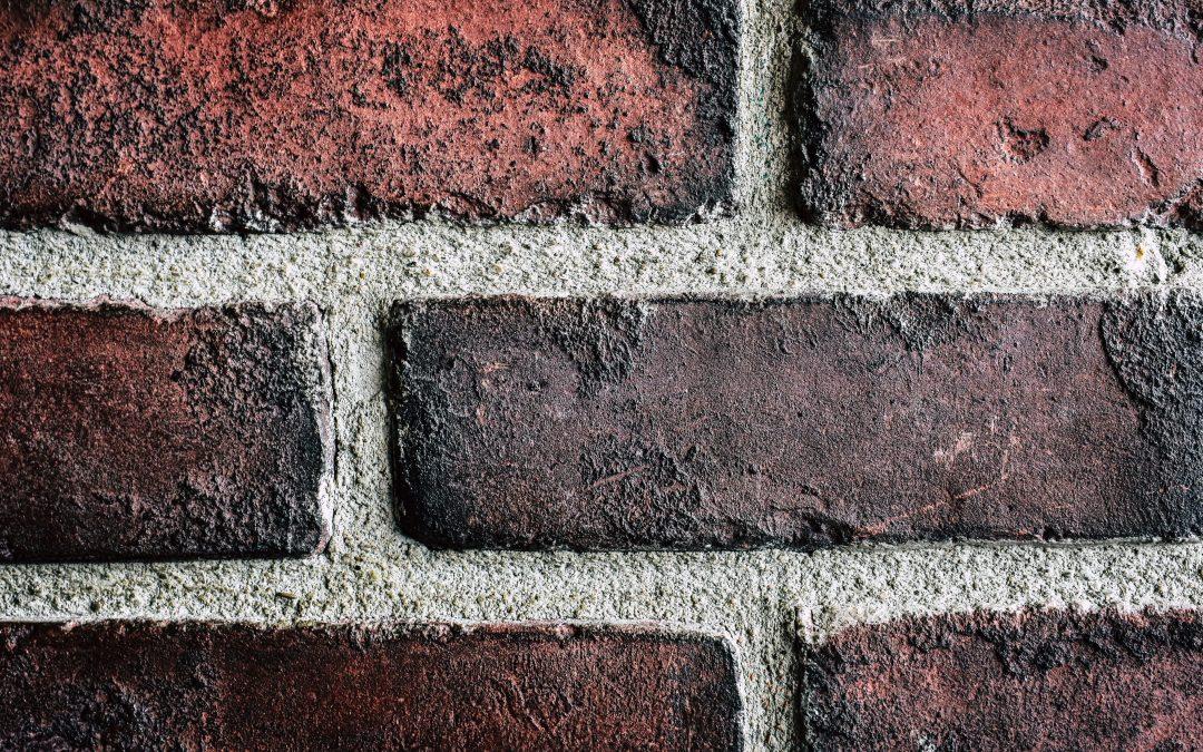 Fai da te: Rinnovare le fughe dei muri in cortina